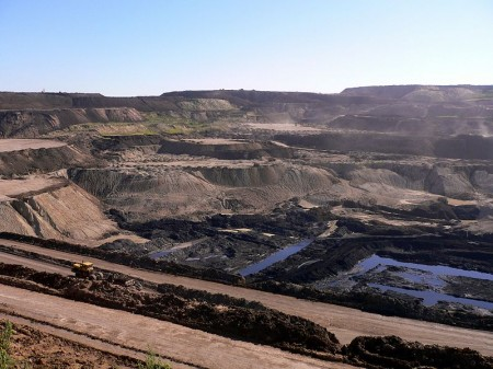 800px-Coal_mine_in_Inner_Mongolia_Wikimedia Commons 002-450x337