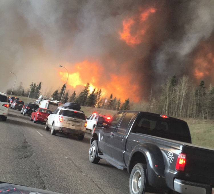 Wildfire_near_Highway_63_in_south_Fort_McMurray_May42016_leadimagesize DarrenRD